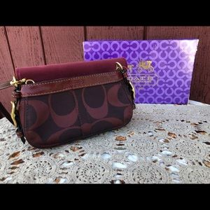 NWT Coach wristlet Brown / burgundy Beautiful!